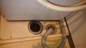 施工前 洗濯機排水ホースを外し