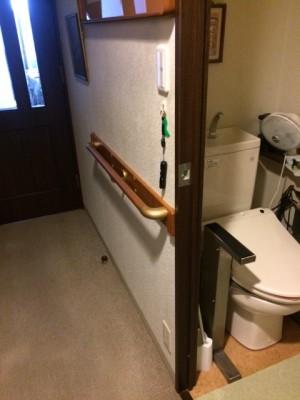 施工後 トイレ脇廊下手摺取付