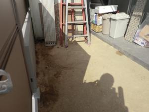 マンションでの防犯砂利の敷き詰め事例 施工前