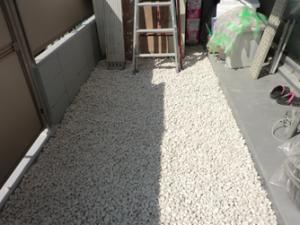 マンションでの防犯砂利の敷き詰め事例 施工後