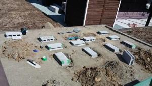 施工中 基礎レンガ設置