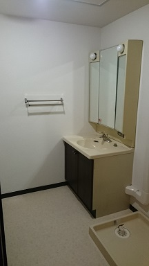 施工後 洗面室 床・壁クロス貼替