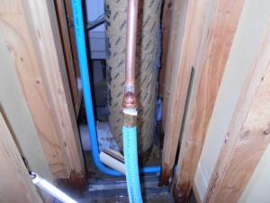 仙台リフォーム事例 施工中 洗面裏給湯器接着銅配管接続