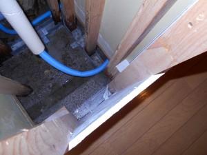仙台リフォーム事例 施工中 洗面裏配管部下漏水確認