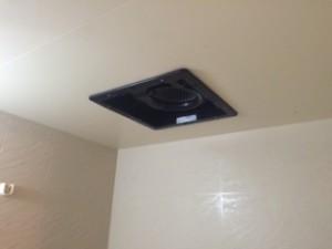 施工中 換気扇埋込式取付