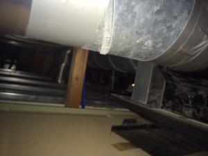 施工前 浴室換気扇天井裏②