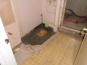 施工中 トイレ脱衣室