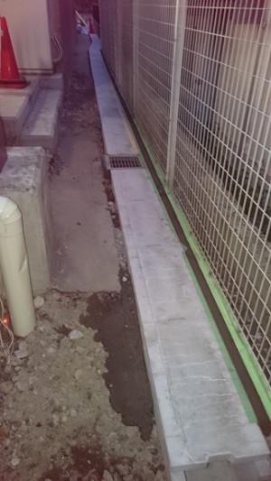 施工中 U字溝設置蓋かぶせ