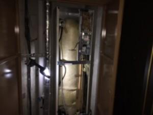 施工後 電気温水器内部