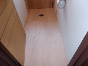 施工中 床板取付