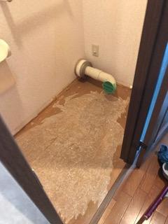 施工中 既存トイレ撤去
