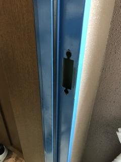 施工前 マンション玄関ドアストライク交換