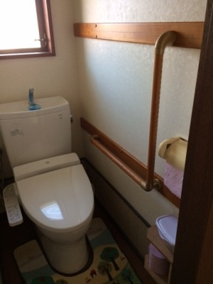 施工後 トイレ脇手すり設置