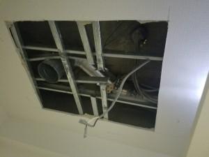 施工中 天井ボード解体