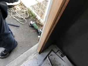 施工中 ドア枠施工