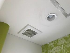 施工完了 トイレ照明器具・換気扇交換