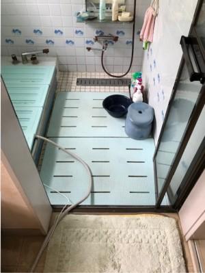 リフォーム前のバスルーム