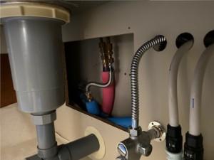 配管入れ替え施工中 キッチン床下配管引込