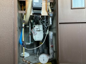 配管入れ替え施工中 メーターボックス内配管引込