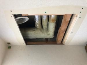 施工中 給水給湯管繋ぎ